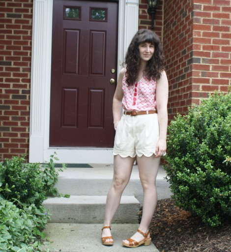 recycling ideas: make scallop hem shorts from old shorts
