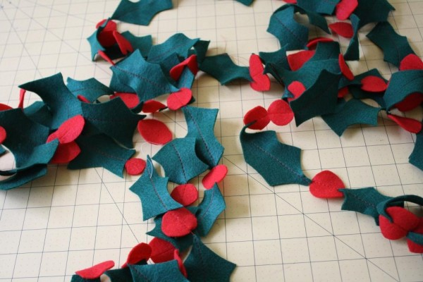 How to make a holly garland // Handmade Christmas // Megan Nielsen Design Diary free tutorial