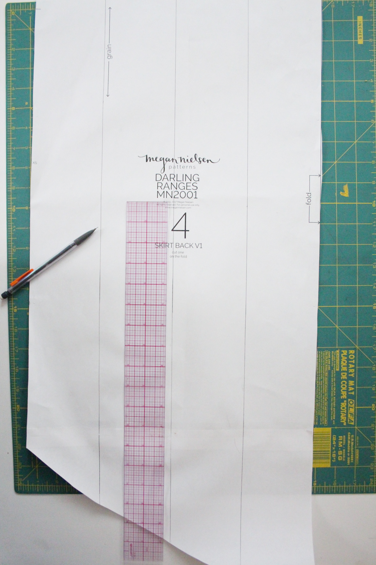 how to make a fishtail hem on the Darling Ranges pattern // tutorial on Megan Nielsen Design Diary