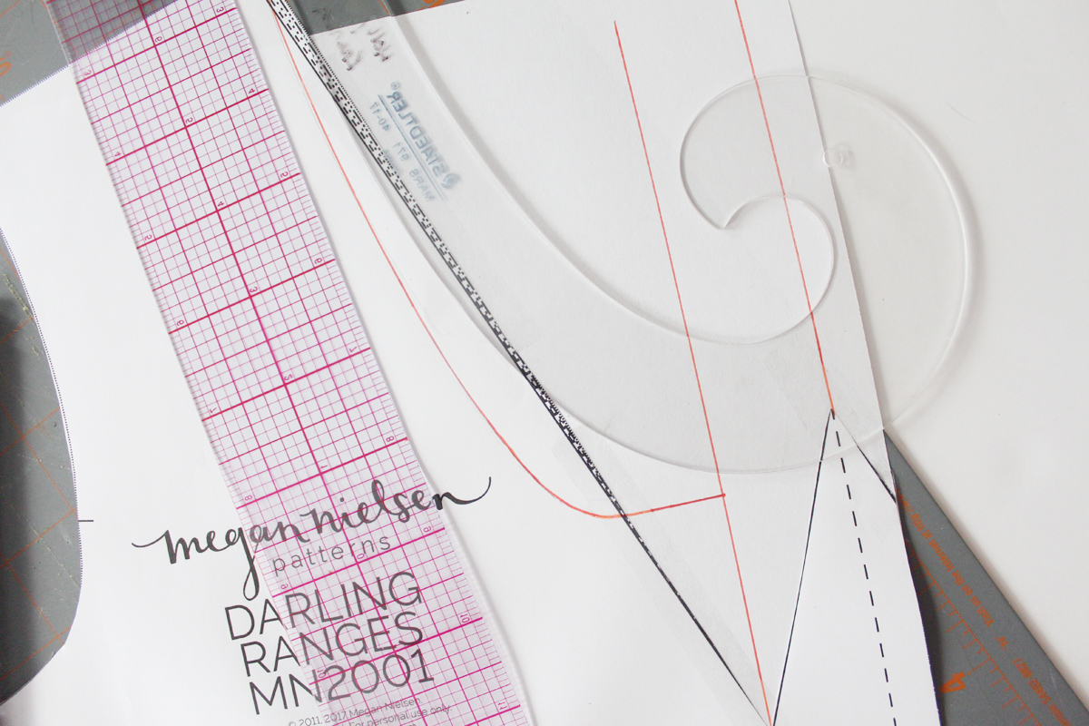 how to do a rounded neckline on the Darling Ranges pattern // tutorial on Megan Nielsen Design Diary