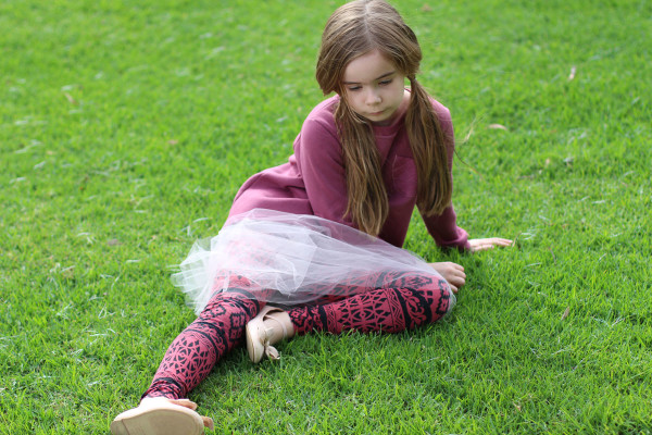 Bunny wears tutus in winter // Megan Nielsen Mini Briar sweater + Mini Virginia leggings + DIY tutu