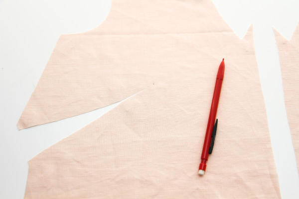 How to sew French darts // Tutorial on Megan Nielsen Design Diary // Dove blouse sewalong