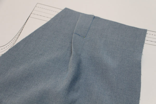 How to sew release tucks and darts // Flint pants and shorts sewalong on Megan Nielsen Design Diary