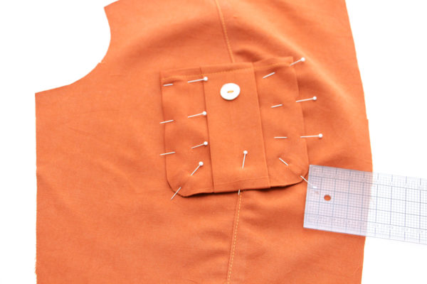 How to sew the bodice and pleated breast pockets on the Matilda dress pattern // Megan Nielsen Design Diary