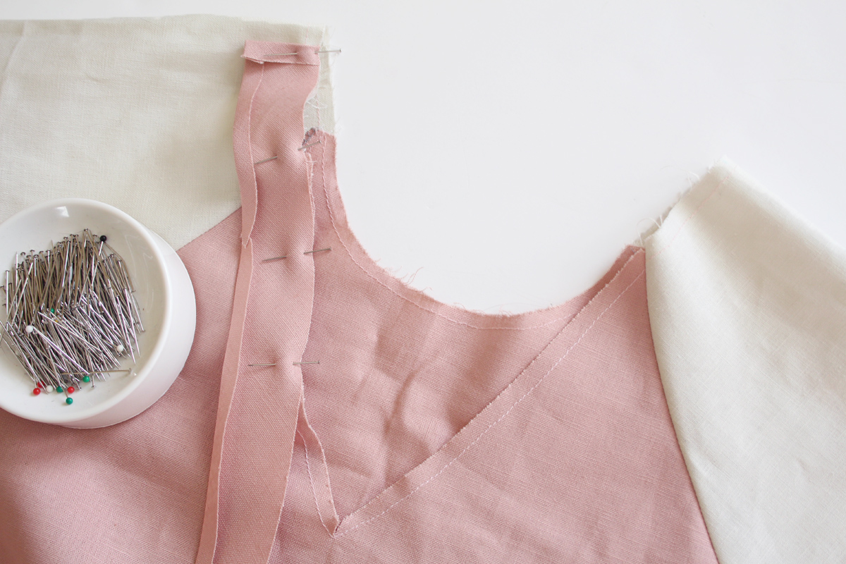 how to do the bias bound neckline on the River pattern // tutorial on Megan Nielsen Design Diary