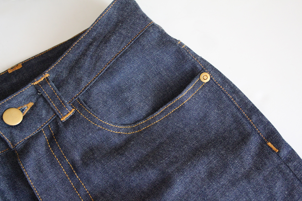 how to install the button and rivets on the Ash jeans pattern // tutorial on Megan Nielsen Design Diary