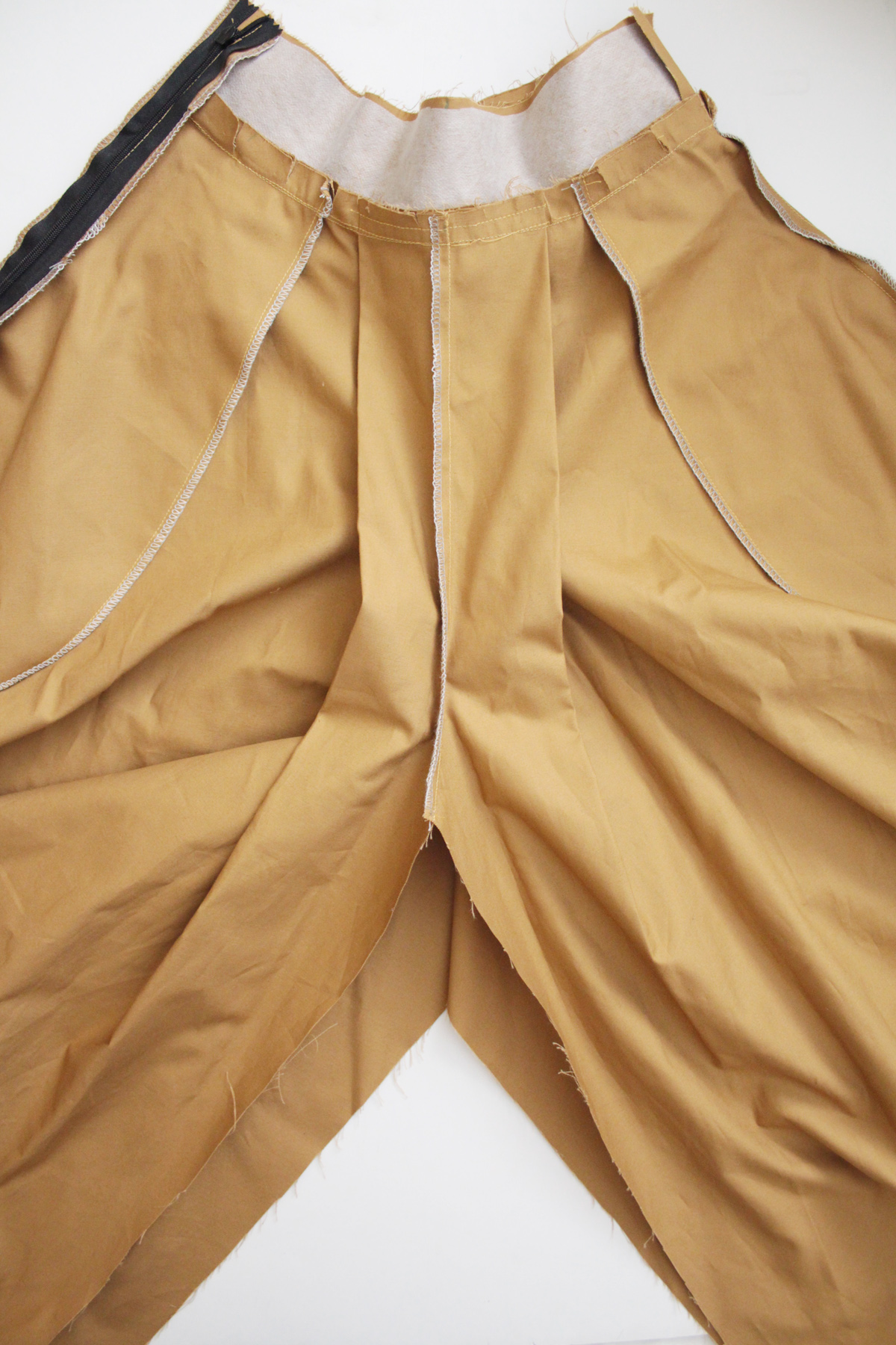 sewing the inseam on the Tania Culottes by Megan Nielsen Patterns
