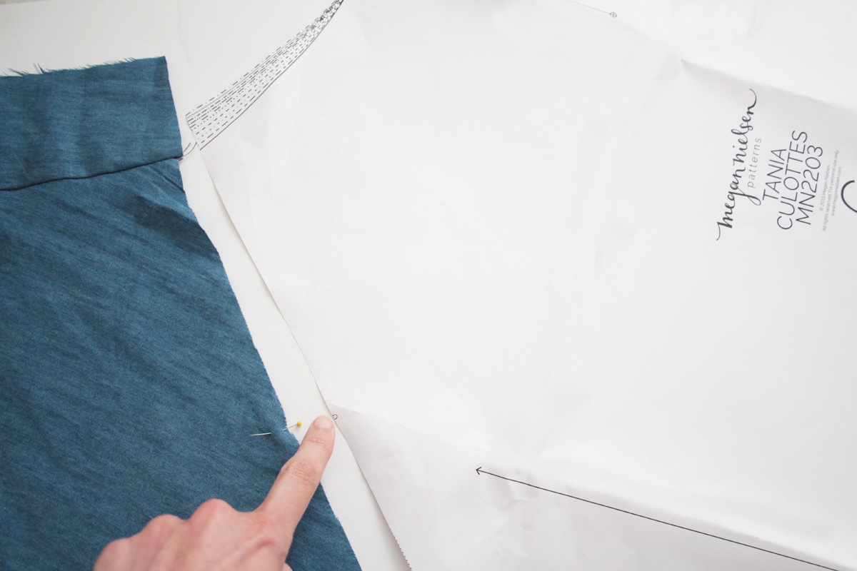 how to sew a lapped zipper with a facing on the Tania Culottes by Megan Nielsen Patterns