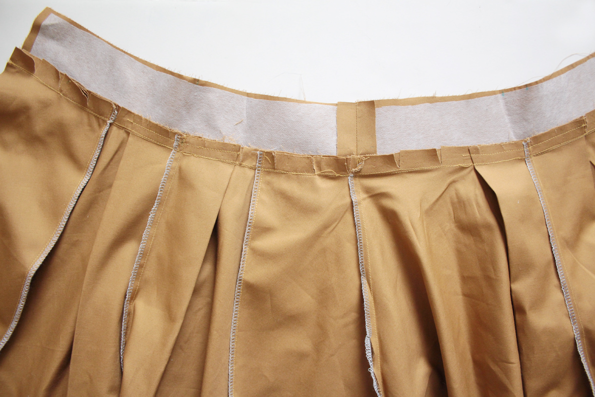 attaching the waistband on the Tania Culottes by Megan Nielsen Patterns