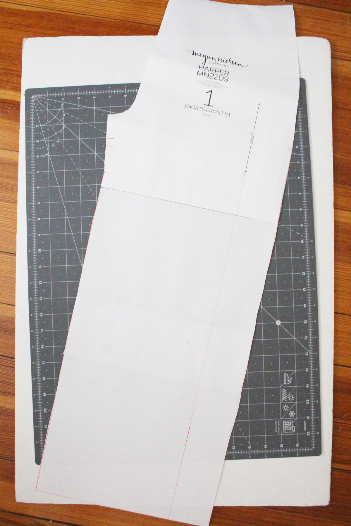 How to make a wide leg pants variation of the Harper shorts by Megan Nielsen Patterns