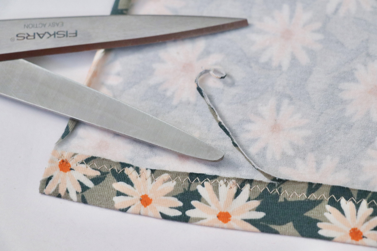 a basic guide to sewing stretch fabrics with Megan Nielsen Patterns