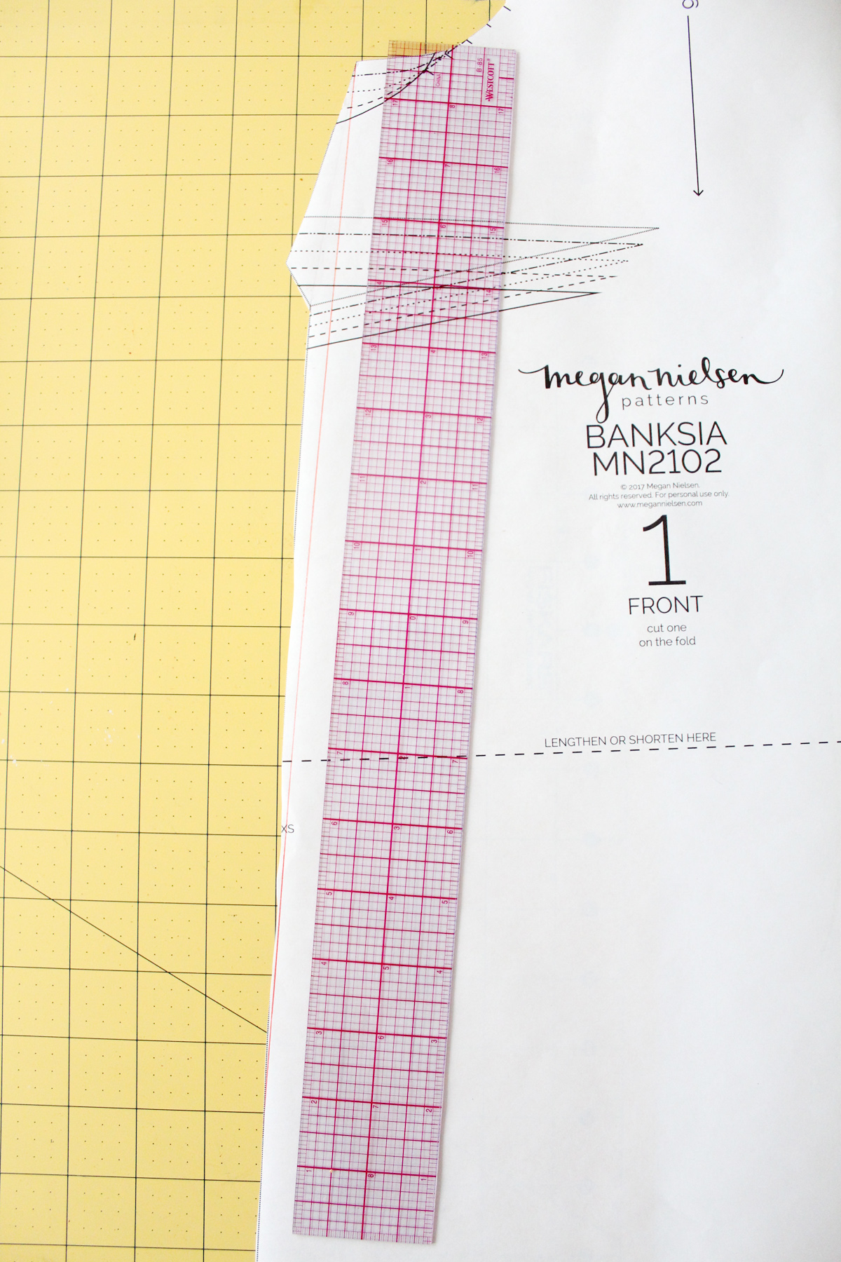 how to alter the Banksia Blouse for stretch fabrics // tutorial on Megan Nielsen Design Diary