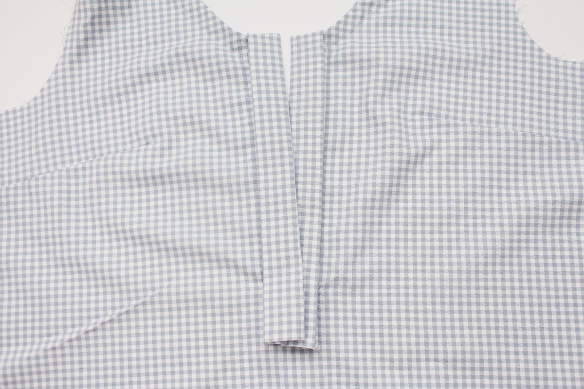 how to sew the placket on the Banksia Blouse // tutorial on Megan Nielsen Design Diary