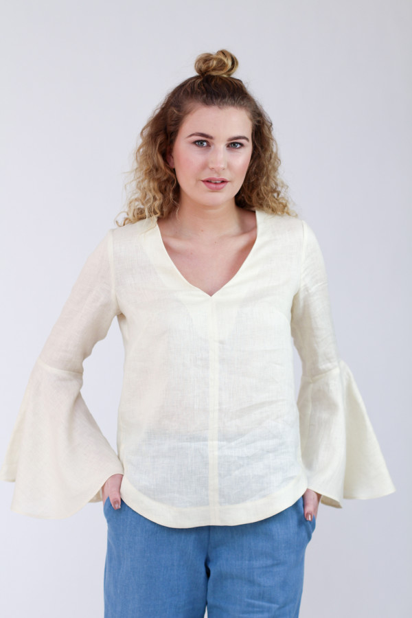 Megan Nielsen Dove blouse sewing pattern // Feminine blouse with statement sleeve cuffs. Pattern features loose fit, french darts, v neckline, curved hemline, and three sleeve options. Version 1 is a blouse with elbow length sleeves. Version 2 is a blouse with flared sleeves. Version 3 is a blouse with bell sleeves.