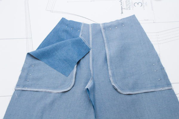 How to sew pockets with a concealed opening // Flint pants and shorts sewalong on Megan Nielsen Design Diary
