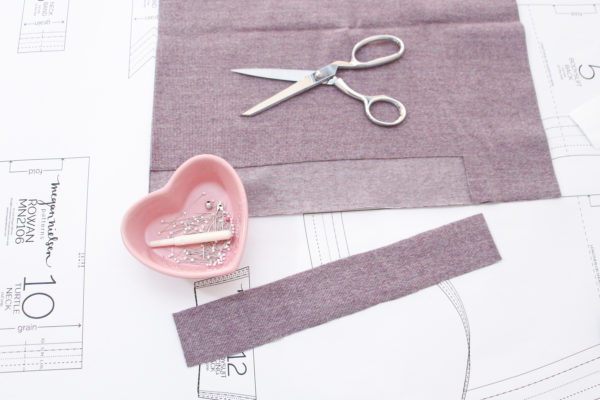 How to sew a tee neck band with a regular sewing machine and no serger/overlocker! // Rowan bodysuit and tee sewalong on Megan Nielsen Design Diary