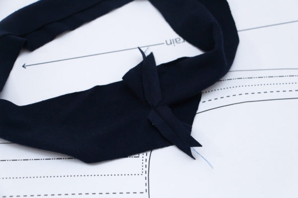 How to sew a V neckline on a tshirt // Rowan bodysuit and tee sewalong on Megan Nielsen Design Diary