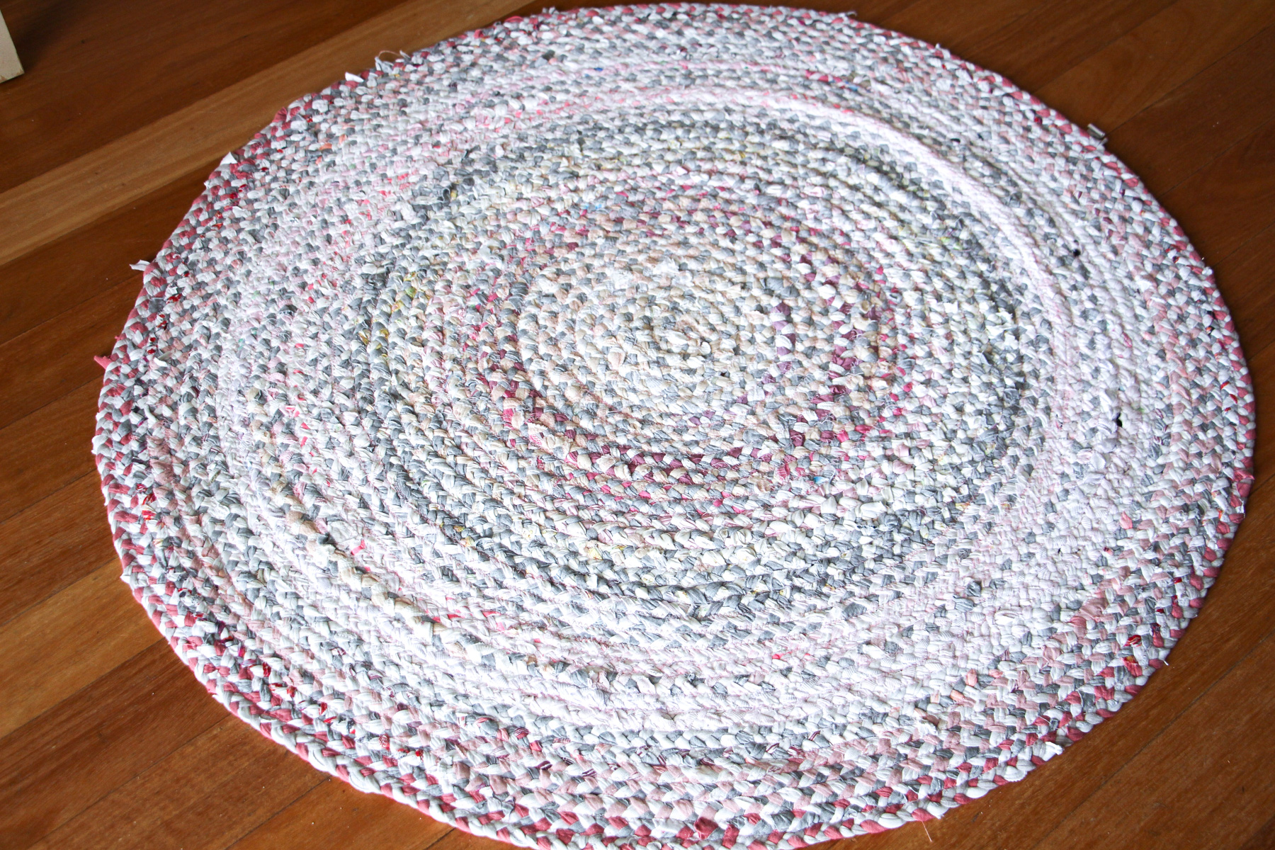 VIDEO // How to make a beautiful braided rug using fabric scraps and/or your old worn out clothing that's too ruined to donate! SO EASY and absolutely gorgeous! // Megan Nielsen Design Diary