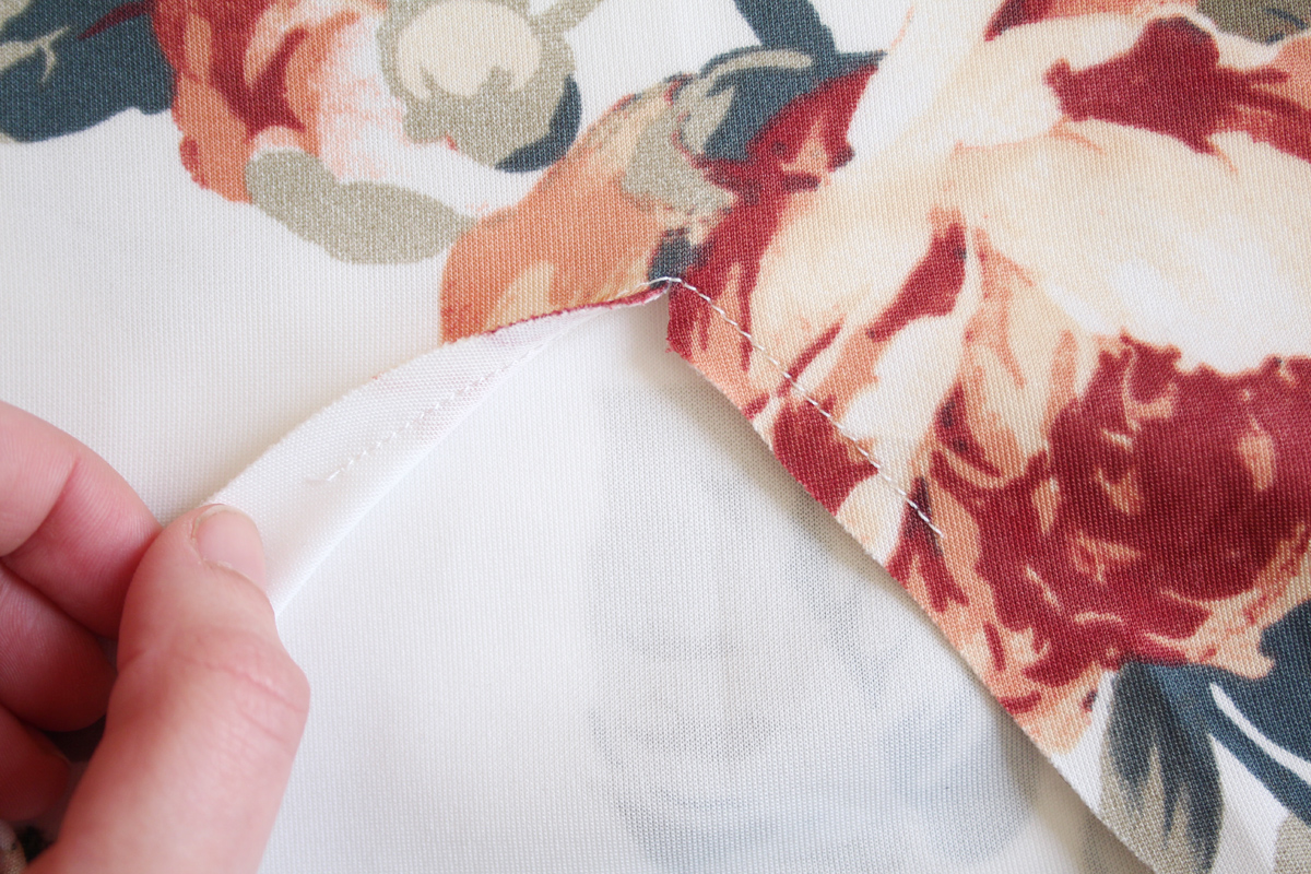 how to attach the neckband on the River pattern // tutorial on Megan Nielsen Design Diary