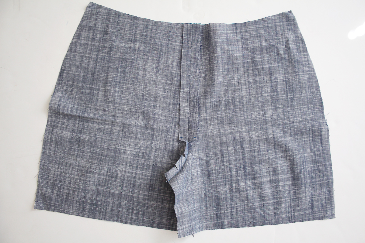 How to sew the center front seam of the Harper shorts and skort by Megan Nielsen Patterns