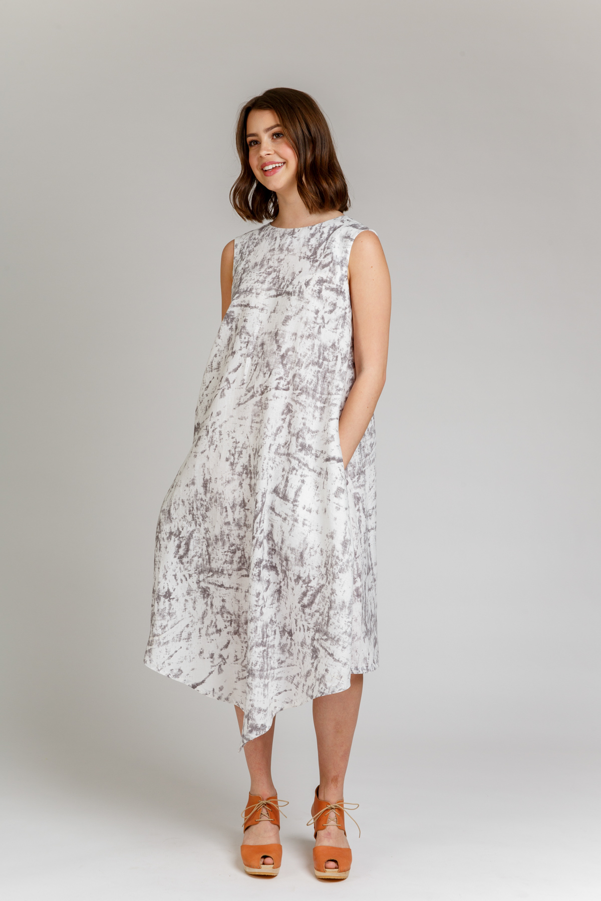 Megan Nielsen Floreat dress & top sewing pattern // jammed packed with included options this pattern can be sewn in woven or knit fabrics, includes multiple facings, sleeves, and hemline options.