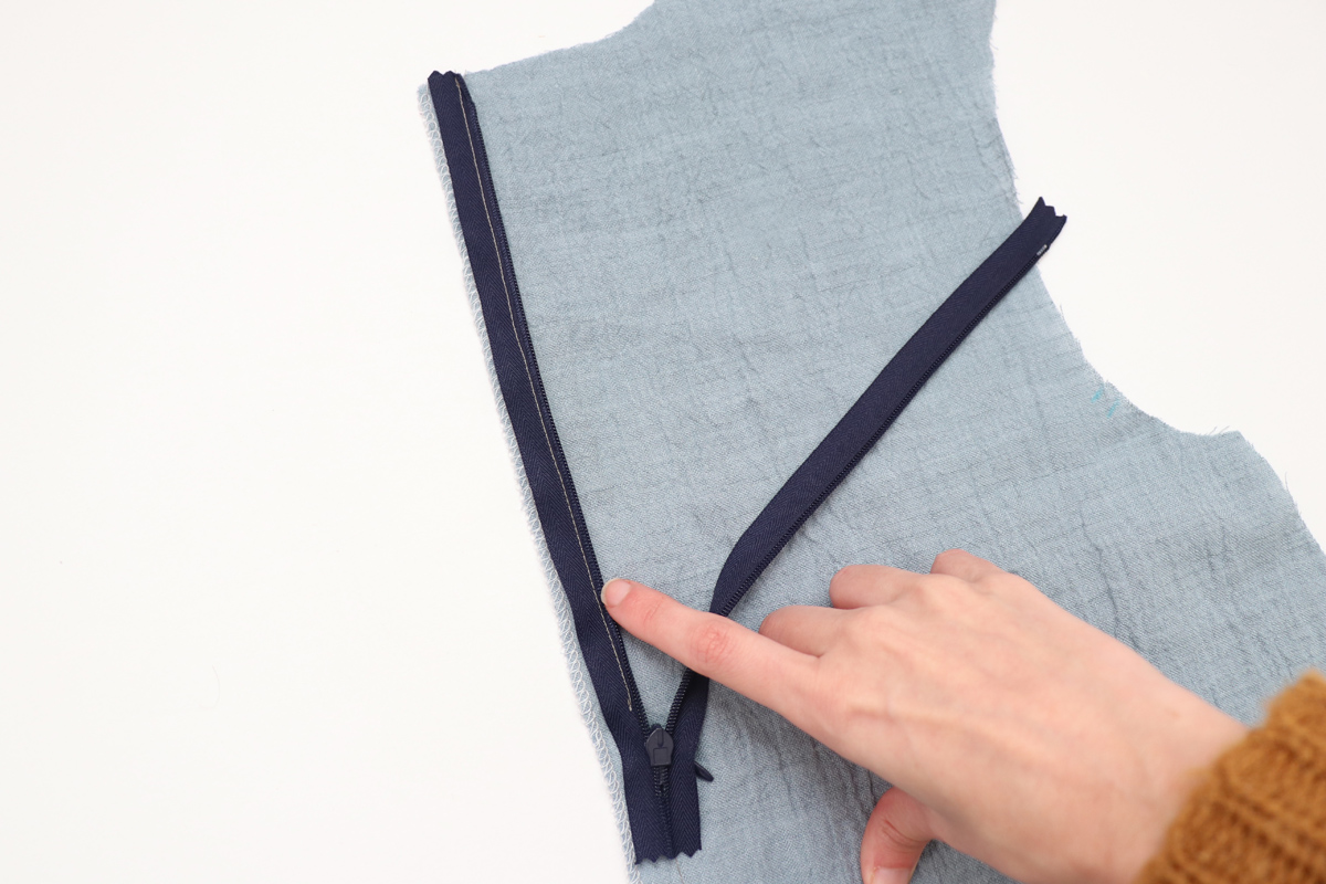 how to sew the center back zipper on the Floreat dress and blouse by Megan Nielsen Patterns