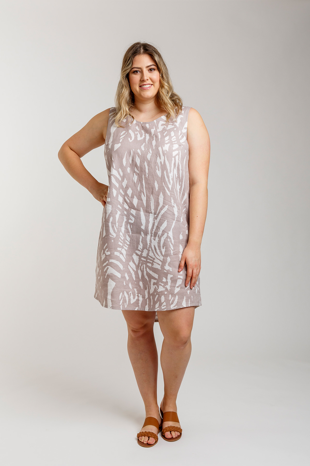 Introducing Eucalypt Curve woven tank and dress by Megan Nielsen Patterns // sizes 14-30