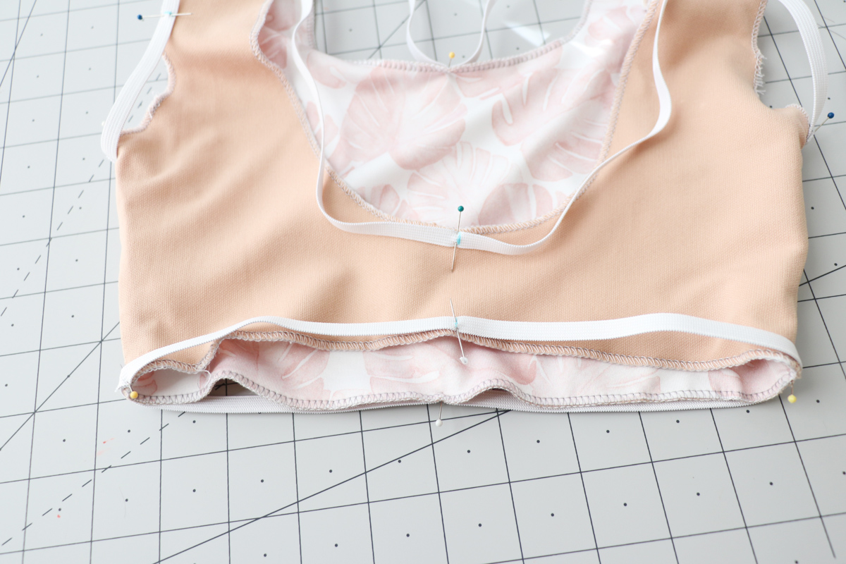 how to sew the elastic in the Cottsloe swimsuit by Megan Nielsen Patterns