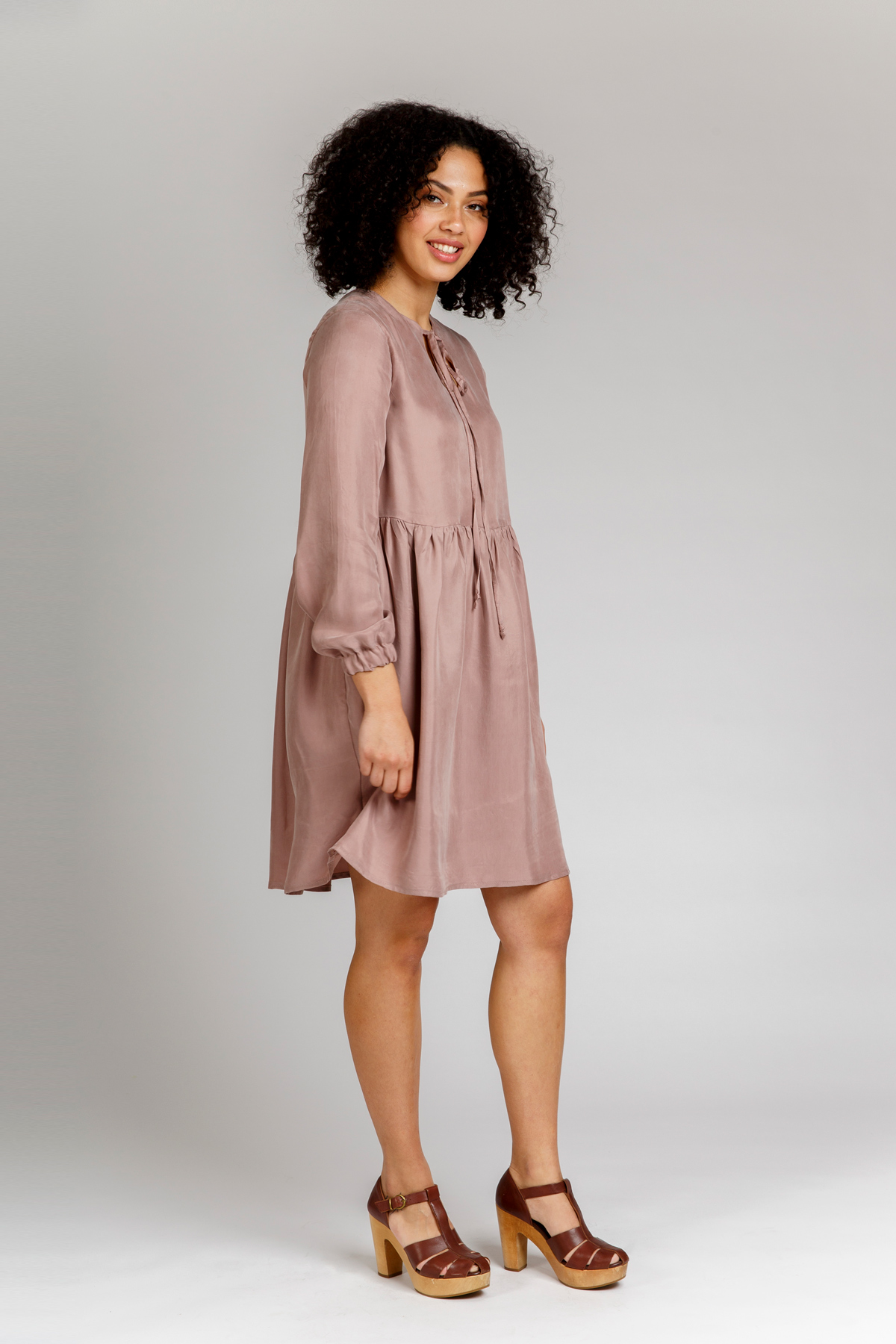 Megan Nielsen Sudley dress View C includes long sleeves with elastic cuffs, a gathered skirt, full lining and lovely long ties. Keyhole can be worn at the back or front of this clever design.