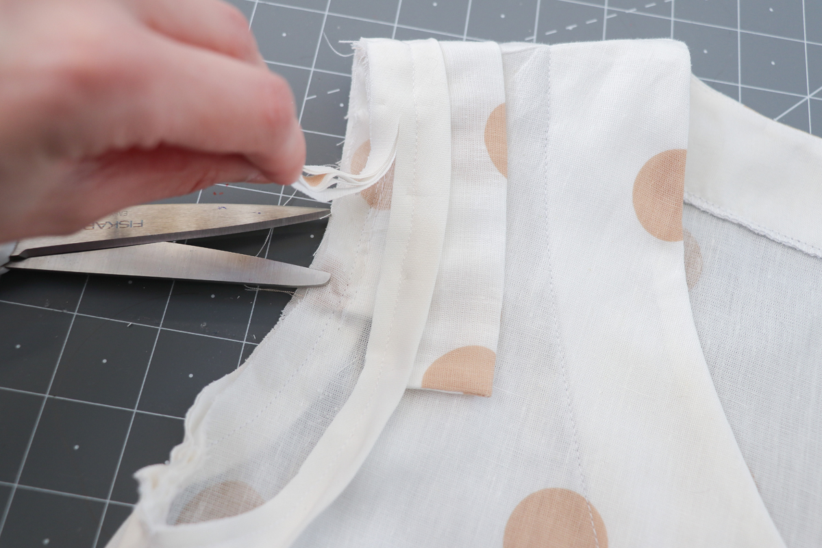 How to add cap sleeves to the Dove blouse by Megan Nielsen Patterns
