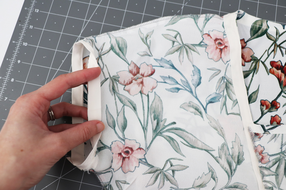 How to finish the sleeves with bias facing on the Olive blouse and dress by Megan Nielsen Patterns