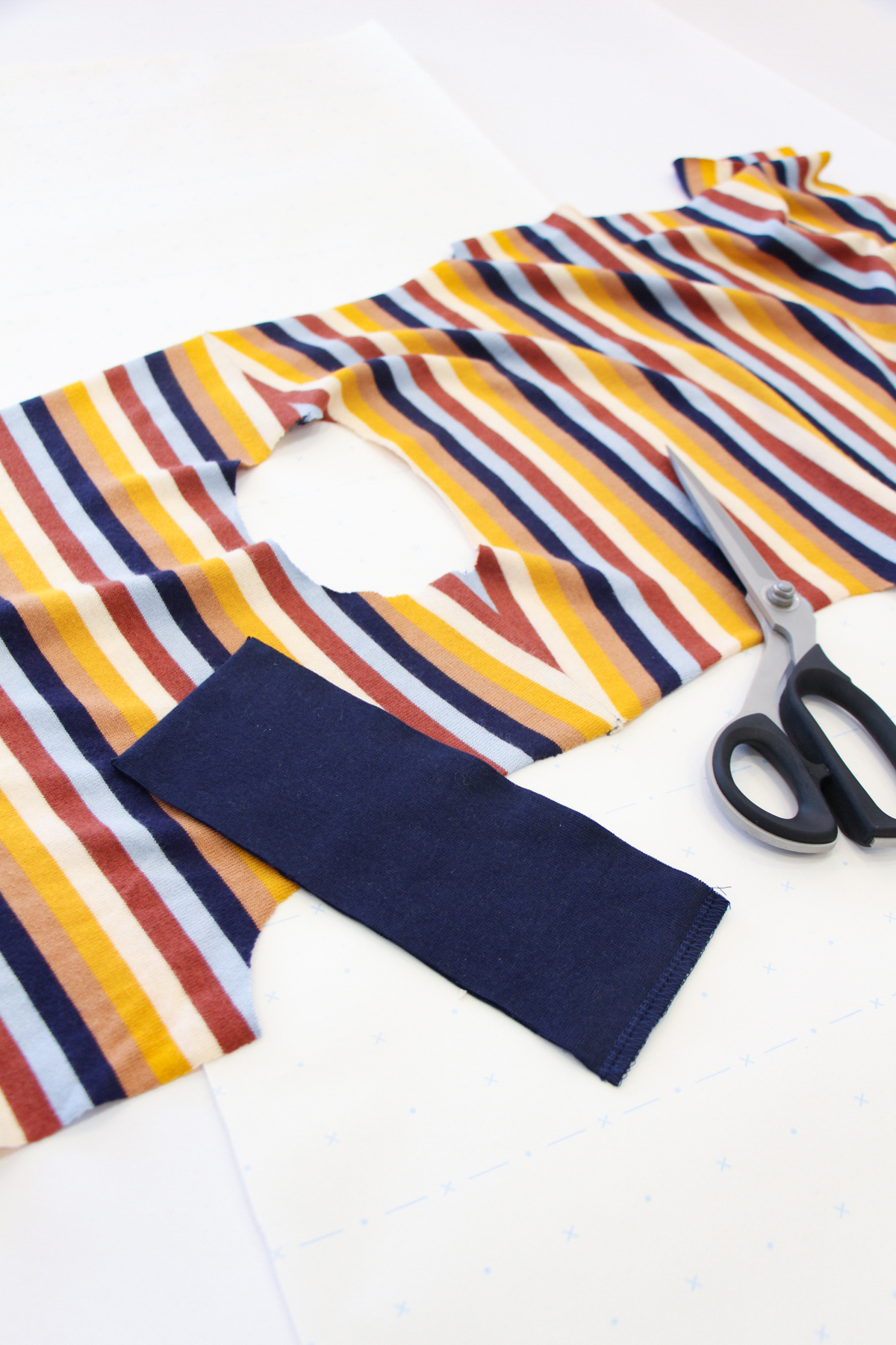 How To Make A Rowan Ringer Tee - Method 3 - The Traditional Neckbind