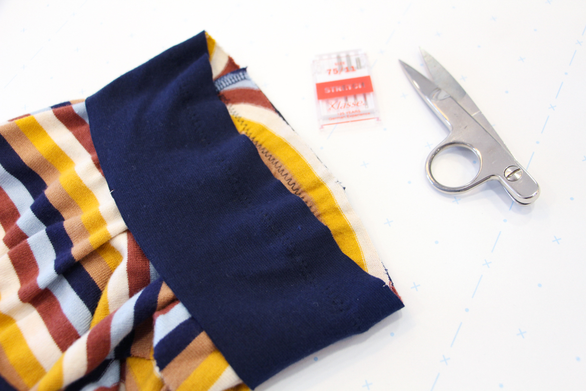 How To Make A Rowan Ringer Tee - Zig Zag Your Bind To Your Neckline