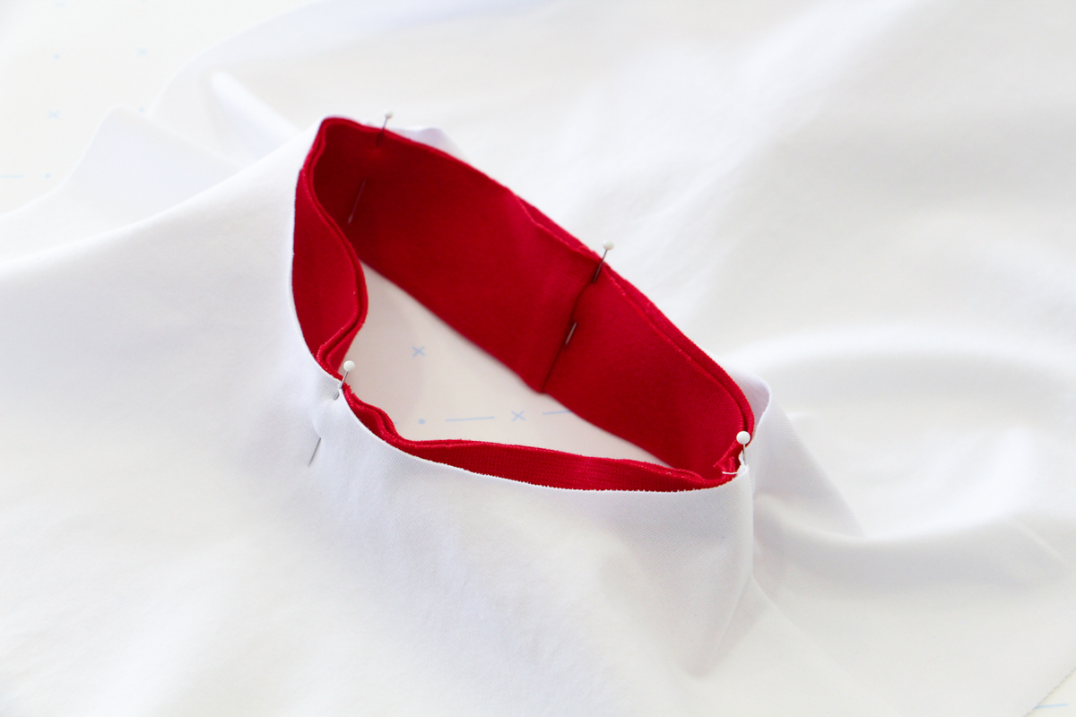 How To Make A Rowan Ringer Tee - Pinning Your Bind To Your Neckline