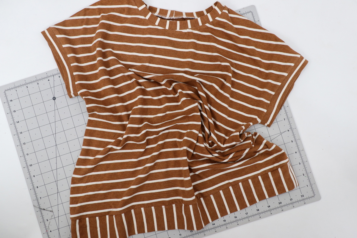 how to sew a short sleeve tee with the Jarrah sweater sewing pattern by Megan Nielsen Patterns
