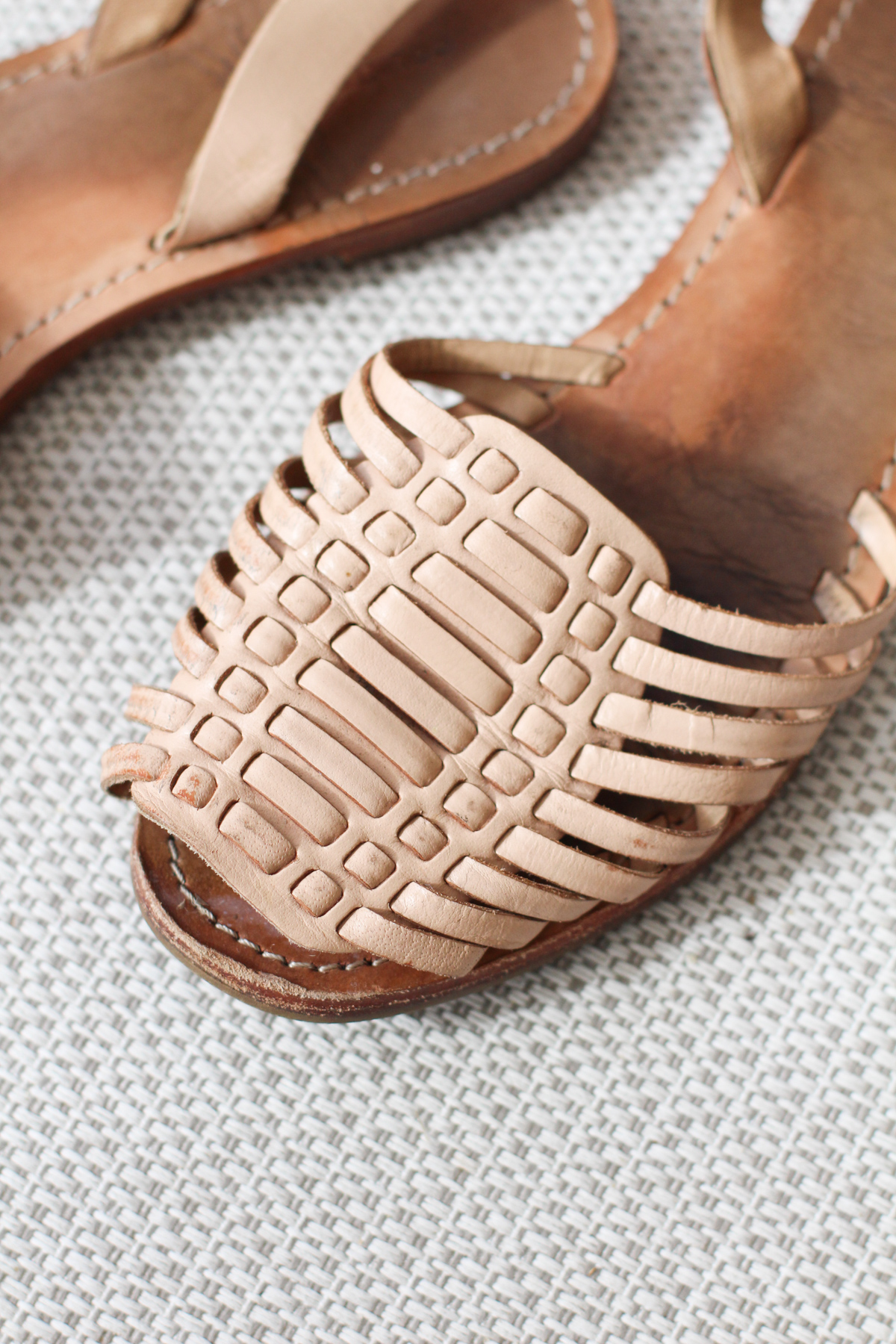 Replicating my favourite sandals: the details of the upper