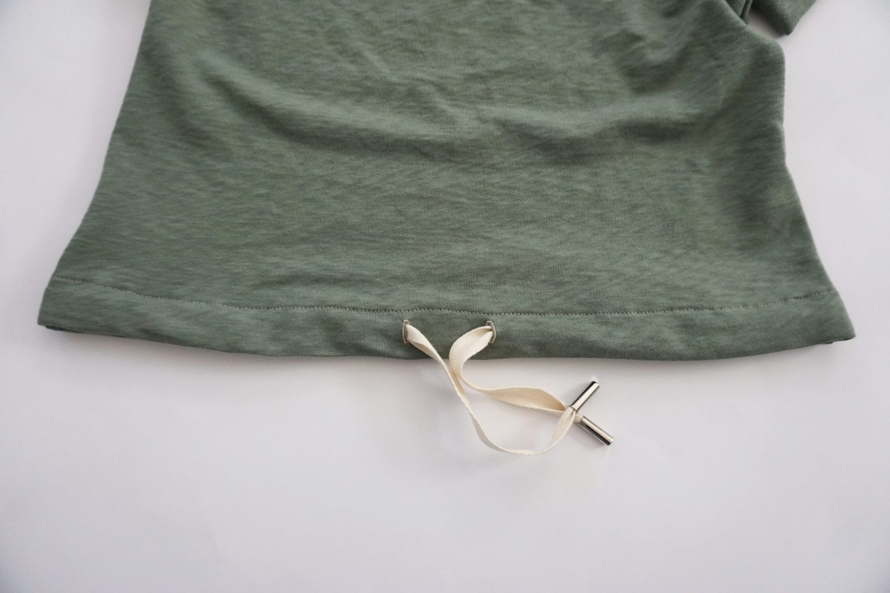 Thread your drawstring through your buttonholes and you're done!