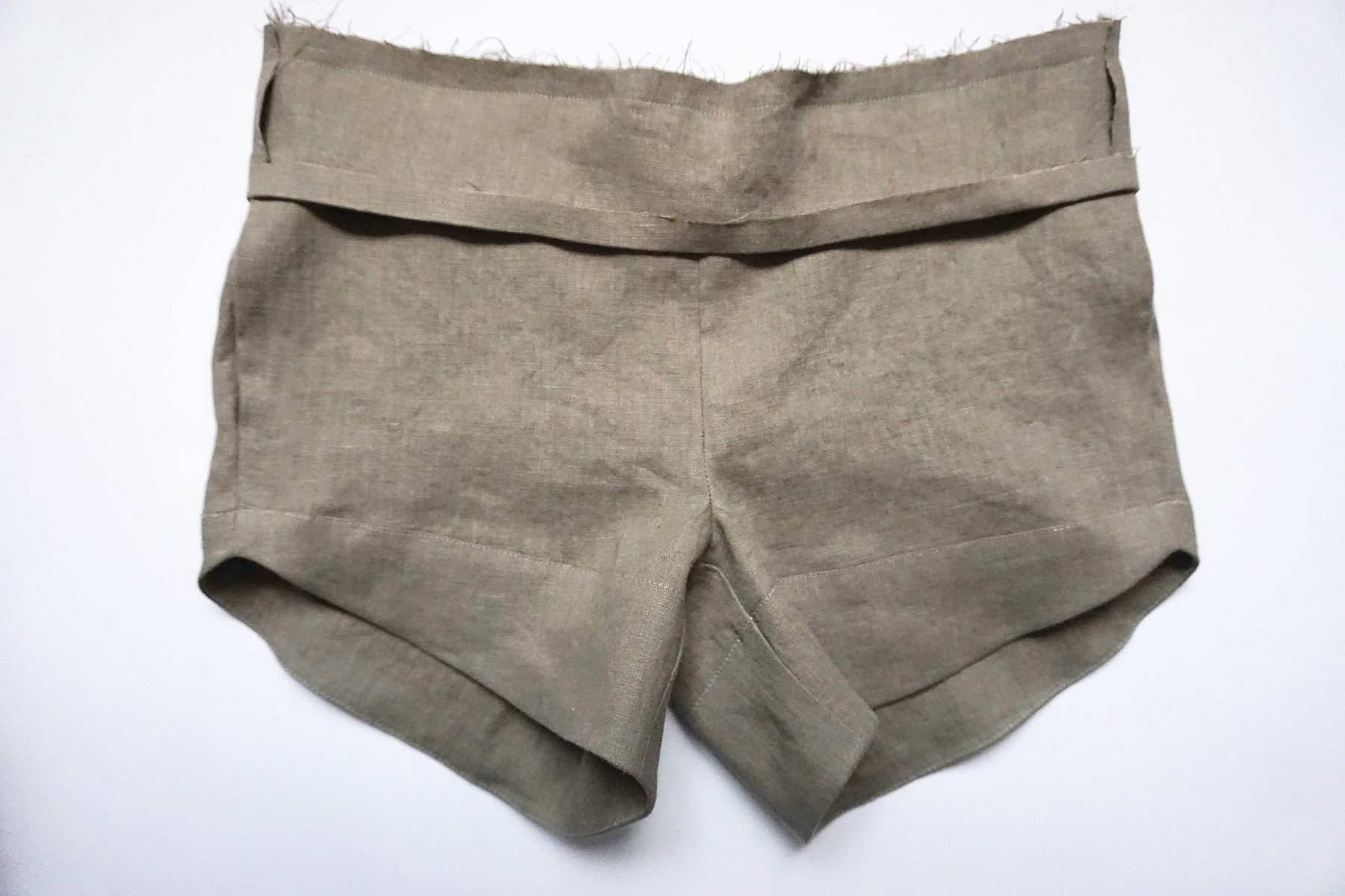 Place the waistband over the shorts, right sides together.