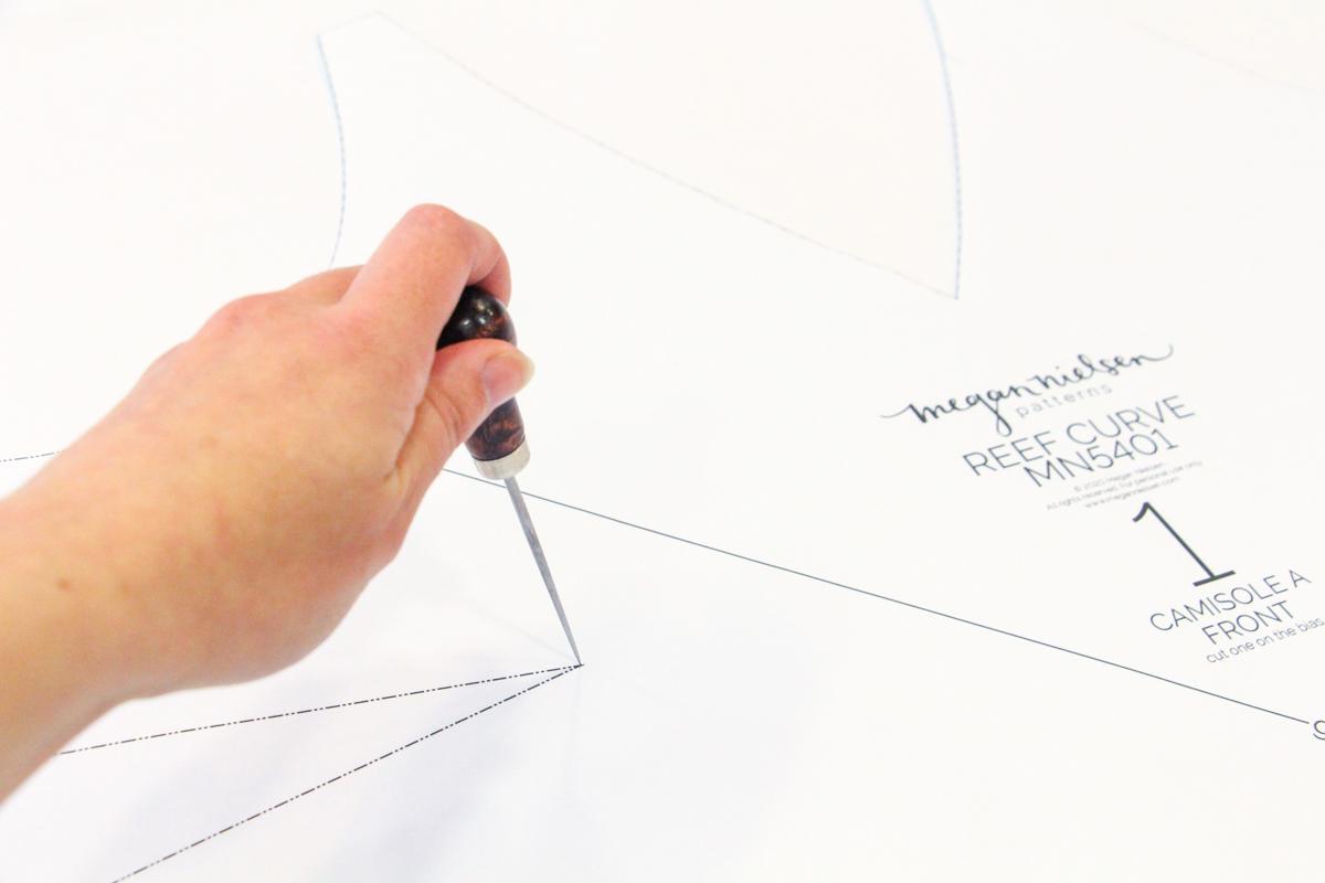 Megan Nielsen Patterns - Reef Sewalong - Marking Your Darts