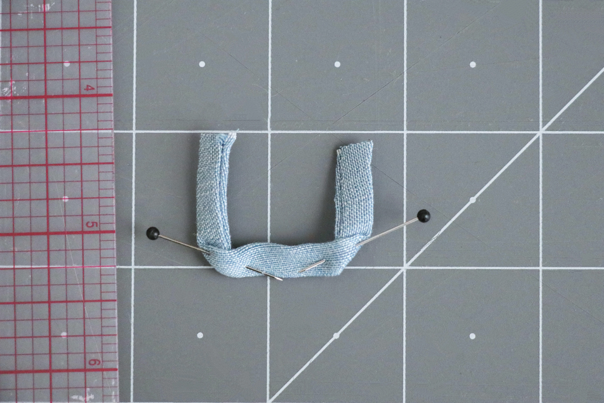 How to sew the ties and hangloop for views ACE of the Hovea sewing pattern by Megan Nielsen Patterns